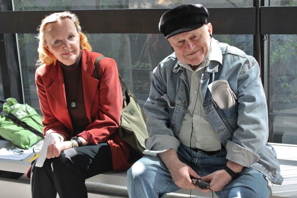 Polityka Senioralna - seniorzy w Polsce, para seniorów na ławce