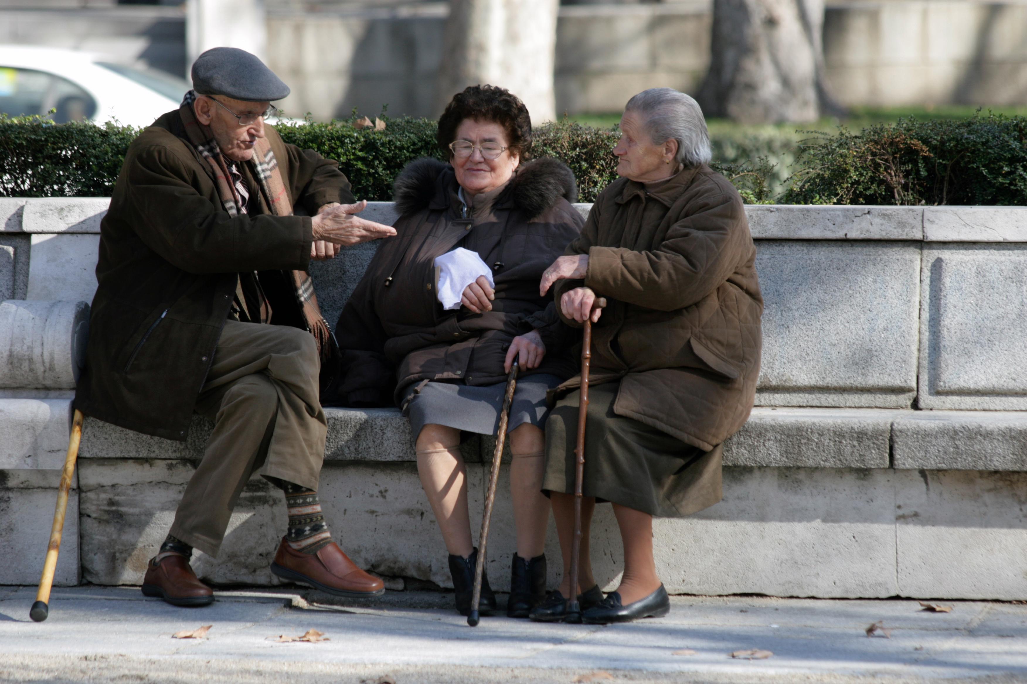 Polityka senioralna - opieka nad osobami starszymi, seniorzy w Polsce (2)