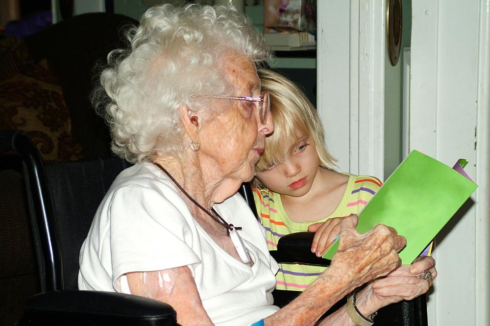 Polityka senioralna - opieka nad osobami starszymi, seniorzy w Polsce (6)