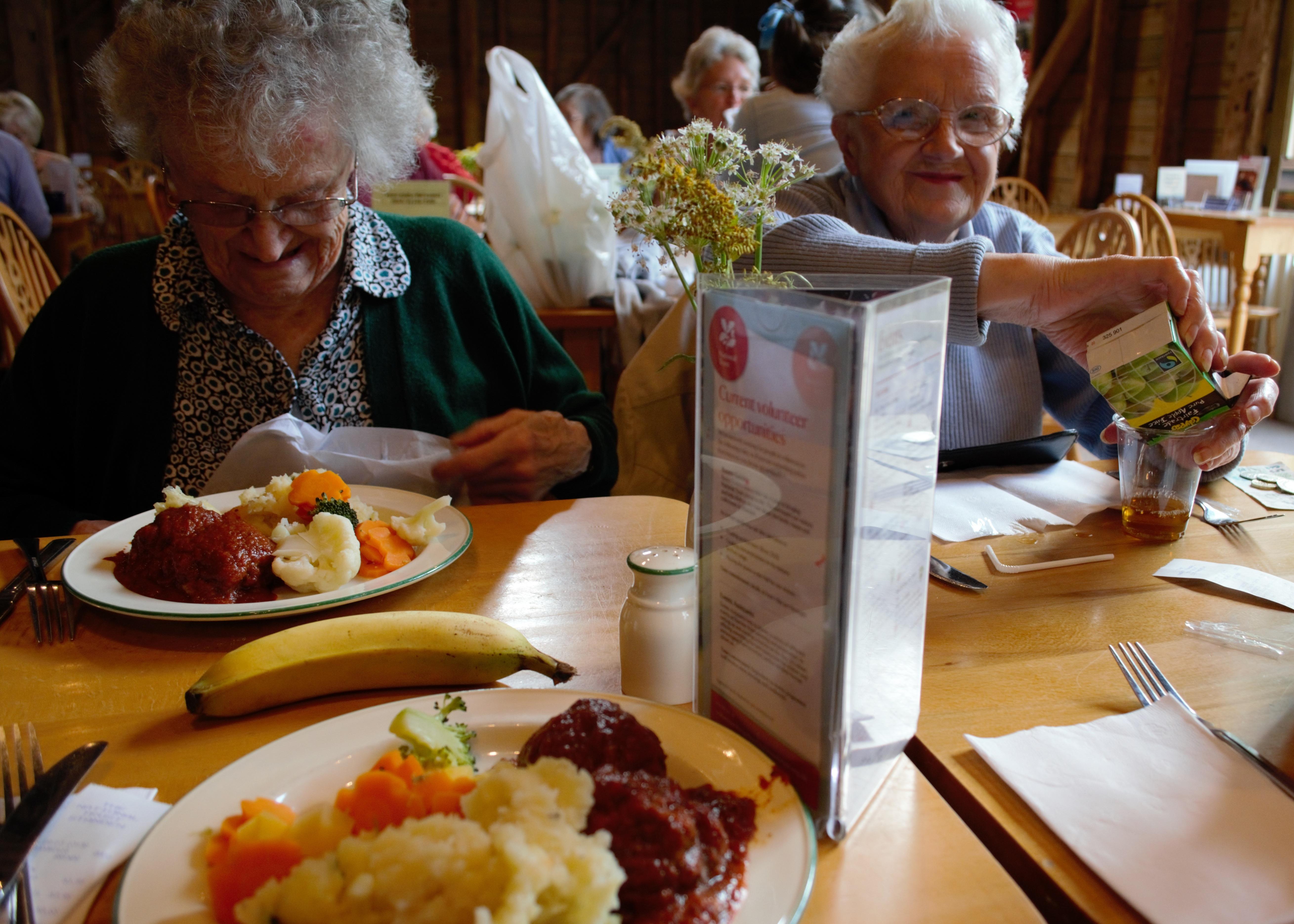 Polityka senioralna - opieka nad osobami starszymi, seniorzy w Polsce (7)