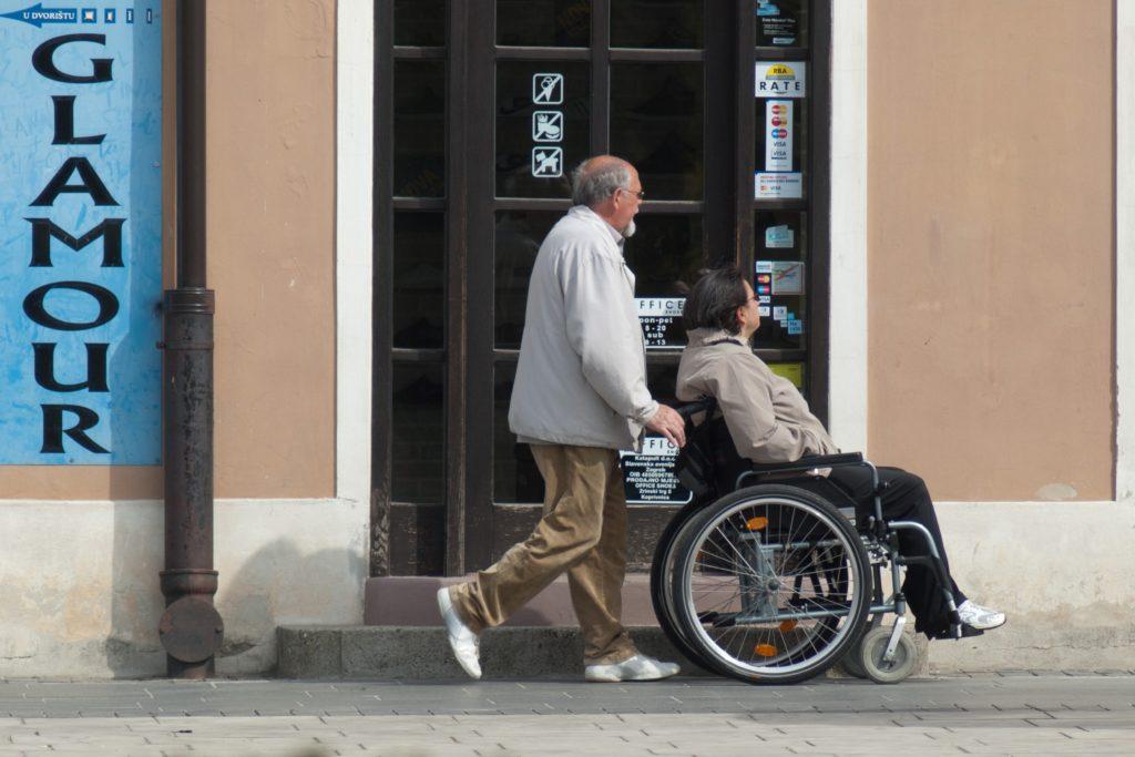 Polityka senioralna - opiekunowie osób starszych