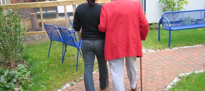 Jak gminy i powiaty pomagają osobom starszym?