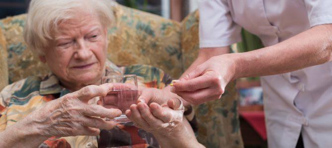 """Co program """"Za życiem"""" przyniósł seniorom i ich bliskim?"""