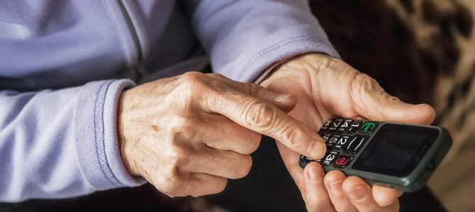 Maxcom – czyli jaki powinien być telefon dla seniorów
